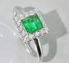 Ring decorated by a IGI certified Columbian Emerald 0.76 ct & diamonds 0.30ct