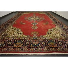 Royal magnificent Persian palace carpet, oversize, made in Iran, province of Tabriz: Tabriz, 550 x 330 cm