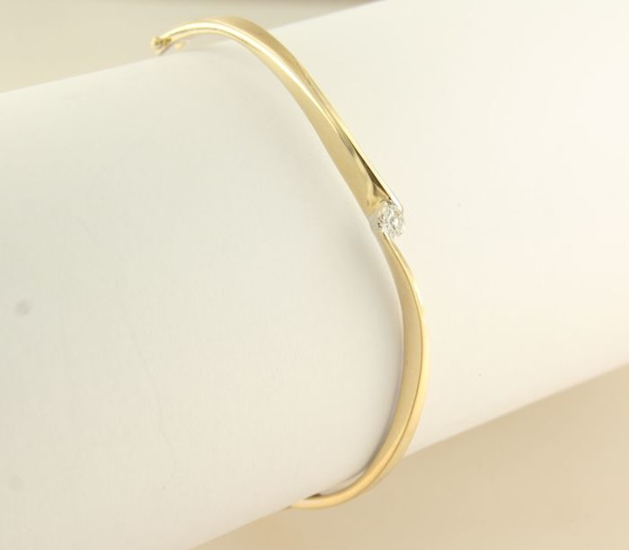 14 kt yellow gold hinge bracelet, set with a brilliant cut diamond of approx. 0.20 ct ******NO RESERVE PRICE*****
