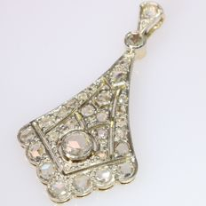 Art Deco 18 K white gold pendant with 29 rose cut diamonds, anno 1920