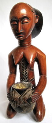 Magnificent Mboko female figure – Luba – D.R. Congo