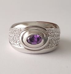 18 kt - White gold ring with an amethyst and zirconias - Size: 18.1 mm 17/57 (EU)