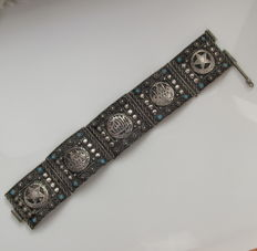 Antique wide silver bracelet with arabic motifs and turquoise stones, handwork Turkey circa 1930.