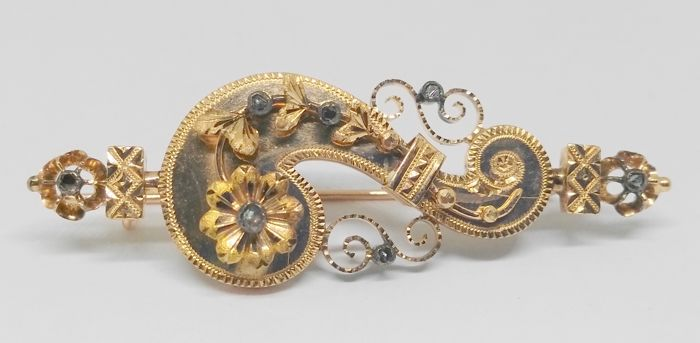 Antique brooch in yellow gold, end of the 19th century and beginning of the 20th century.