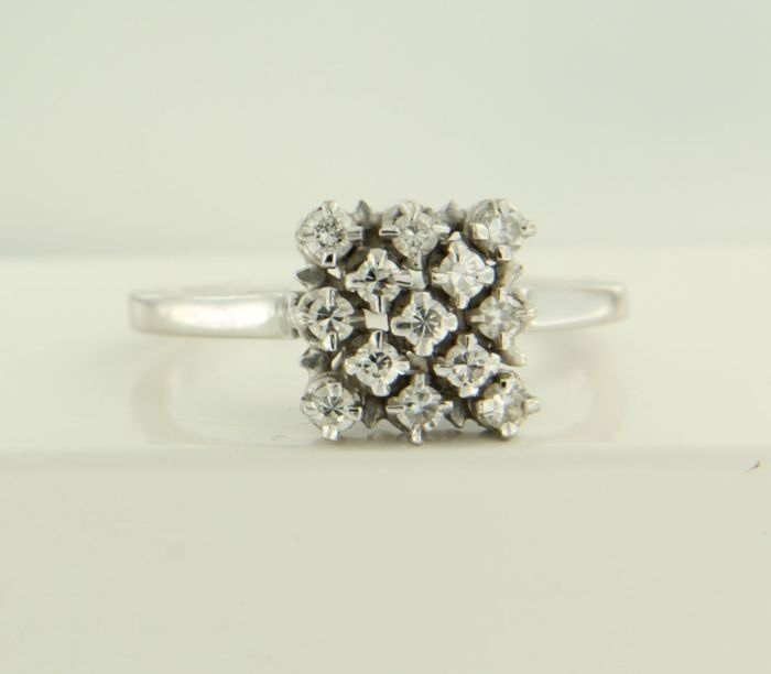 18 kt white gold ring set with 13 diamonds of approx. 0.40 ct in total, ring size 18.5 (58)