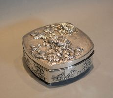 High Quality Chinese silver lidded box, Wang-Hing, Shanghai, 1890