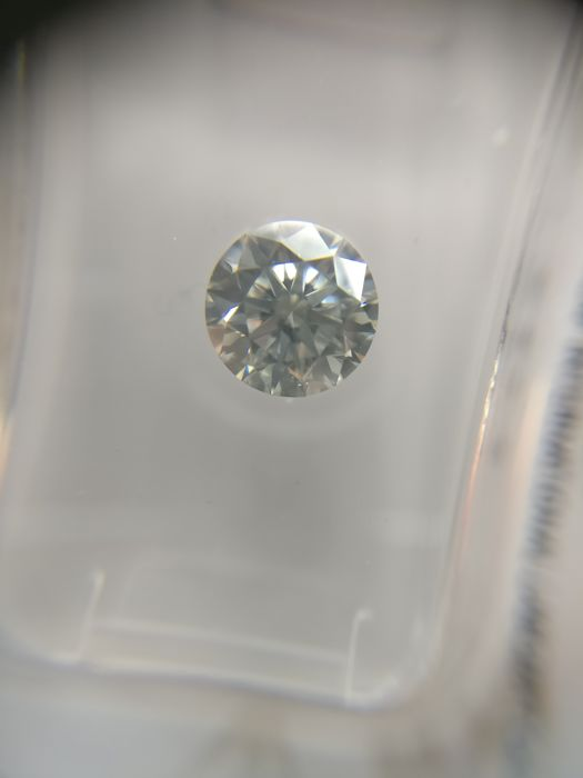 0.89 ct Round cut diamond F SI2