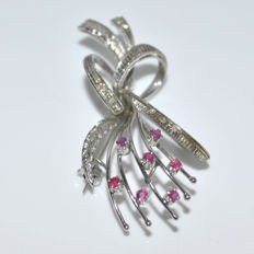 Ribbon brooch white gold with rubies and diamonds