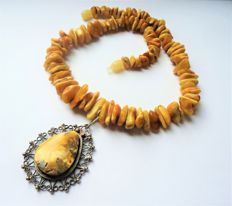 Natural Baltic Amber necklace with Amber pendant, weight 46 gr.