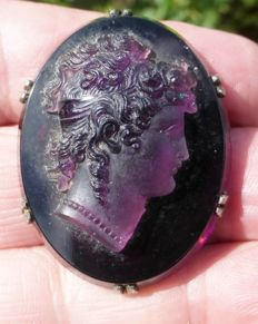 Magnificent cameo, bust in amethyst and frame in silver. Empire style.