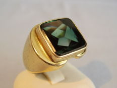 Vintage gold men's ring with forest green synthetic spinel weighing approx. 8 ct, manufactured around 1940