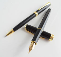 Parker Sonnet fountain pen: luxury: Satin black with gold-plated accents, luxurious ballpoint pen matte black with gold-plated accents with Parker gift box (034)