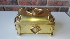 Jewellery box in embossed brass, antique - 19th century, France