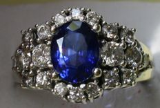 Diamonds and Ceylon Sapphire ring, 3.94 ct in total