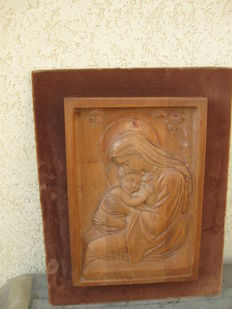Madonna with Child carved in walnut wood