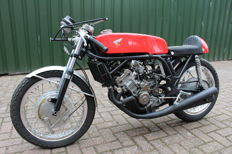 Honda - 250/4 - Mike Hailwood Replica - 1960s