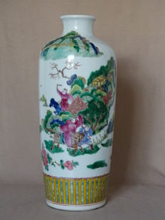 A Large Famille Verte MeiPing Vase 41 cm - Marked Kangxi - China - late 20th Century