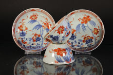 Two imari cups and saucers - China - 18th century