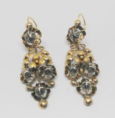 Yellow gold earrings – Late 19th century / early 20th century – With 8 diamond tips