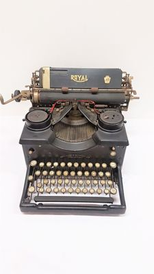 Antique Typewriter Royal