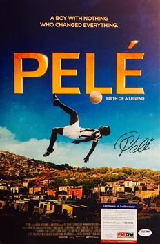 Pele #10 / Brasil - Signed Amazing Photo  ( 30 x 45 cm ) -   with Certificate of Authenticity PSA/DNA