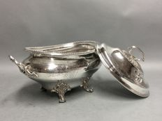 Impressive silver plated tureen with lid and floral decorations, England, ca. 1880