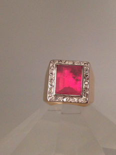 18 kt gold ring 0.35 ct natural diamonds and synthetic verneuil ruby / 22 mm