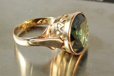 Vintage men's ring set with a 7,0 ct green spinel, from 1965, No Reserve