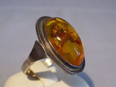 Ring with large honey amber cabochon weighing approx. 10 ct made circa 1940