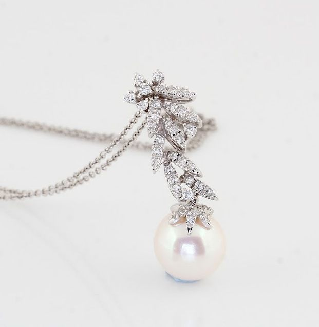 18K White Gold Necklace Featuring 0.45Ct VS G Diamonds and a Lustrous Australian South Sea Pearl ** NO RESERVE PRICE **