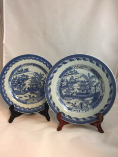 A Pair of plates w. scholar and pagoda lake Pattern - China - 18th century