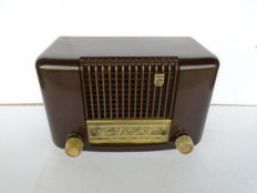 Philips Bakelite radio type BD234L with FM from 1954