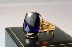 Vintage ring set with  over 10 ct. synth. Sapphire, 1965, No Reserve