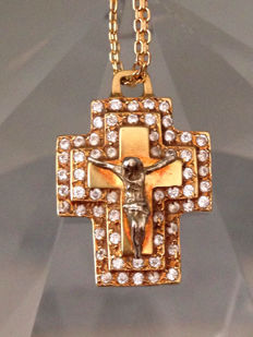 18 kt gold chain with Christ cross pendant and zirconias