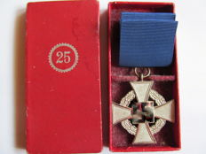 Faithful service badge for 25 years in a case