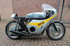 Honda - RC181 - replica Hailwood - Anni 60