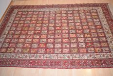 Persian rug, Killim 100% natural silk, from Iran / 2nd half of 10th century, 295 x 200 cm, with certificate of authenticity.