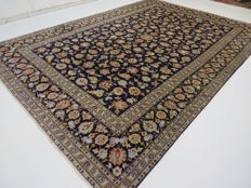 Beautiful Persian carpet, Kashan/Iran, 347 x 240, GREAT CONDITION, end of the 20th  century.  Top quality