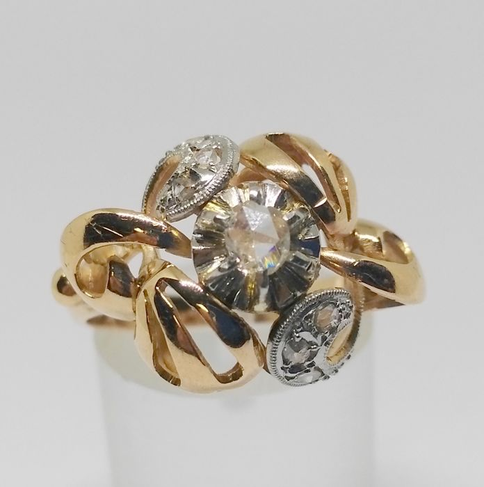Cocktail ring with yellow gold, late 19th century, early 20th century- with 7 diamonds