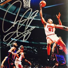 Dennis Rodman #31 / Chicago Bulls Signed Photo ( 20x25 cm ) - with Certificate of Authenticity PSA/DNA