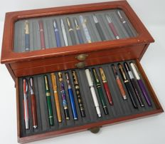 Writing utensils filler 24 pieces fountain pens with box for presentation