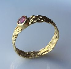 Ring in 18 kt (750/1000) gold with amethyst - international size 9