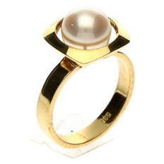 Yellow gold vintage ring with a cultured pearl of 8 mm