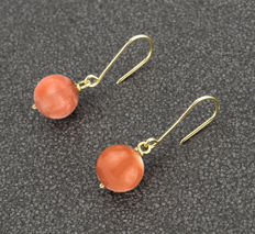Yellow gold 18 kt - Earrings with Coral 10.30 mm - Length: 28.30 mm
