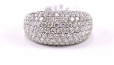 Large white gold ring with diamonds in pavé setting, 2.60 ct, G/VVS