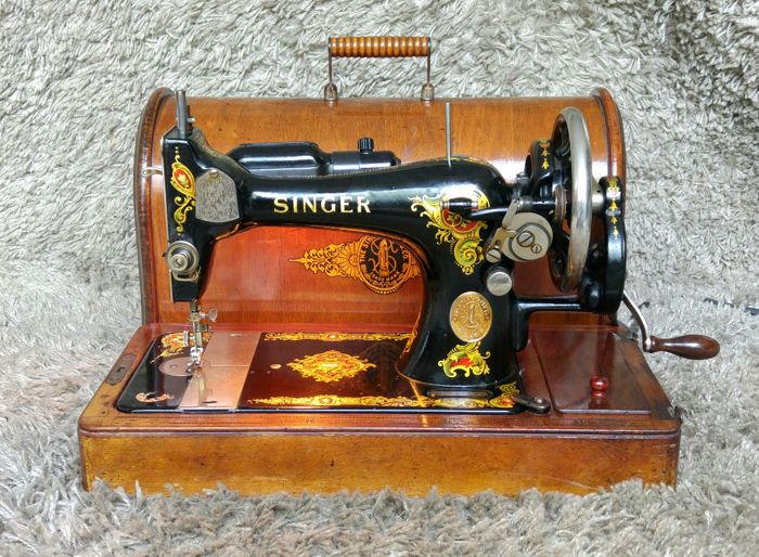 Singer 128K - Antique sewing machine with original wooden case - Scotland - 1916
