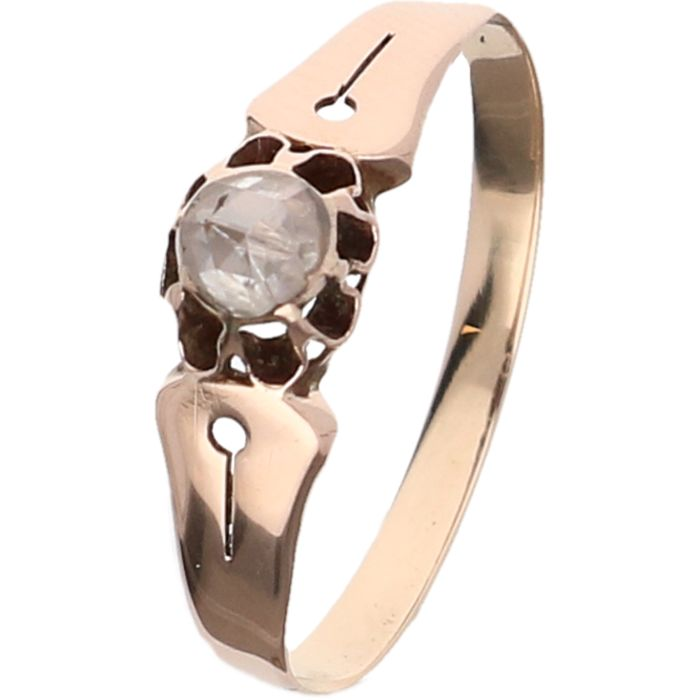 14 kt Rose gold solitaire ring set with a rose cut diamond - Iner size: 18.50 mm.
