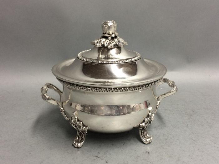 Silver plated round tureen, with cover, England, ca. 1900