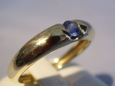 8 kt gold band ring with genuine, tested sapphire