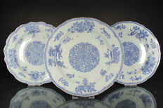 Three blue-white plates with lobed rim - China - 18th century